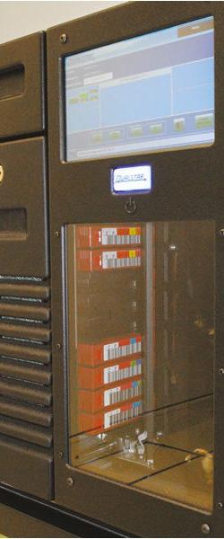 Qualstar modelo RLS-8500 com quatro (4) drives LTO-5 e 54 slots a trabalhar na EPTV Campinas