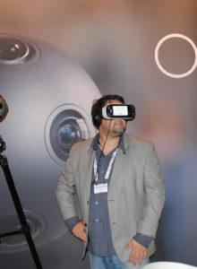 A Nokia continua inovando com a sua câmera de gravação VR 360, agora com hipótese de streaming ao vivo. A reportagem da Revista da SET testou o produto, e ficou com vontade de ver mais