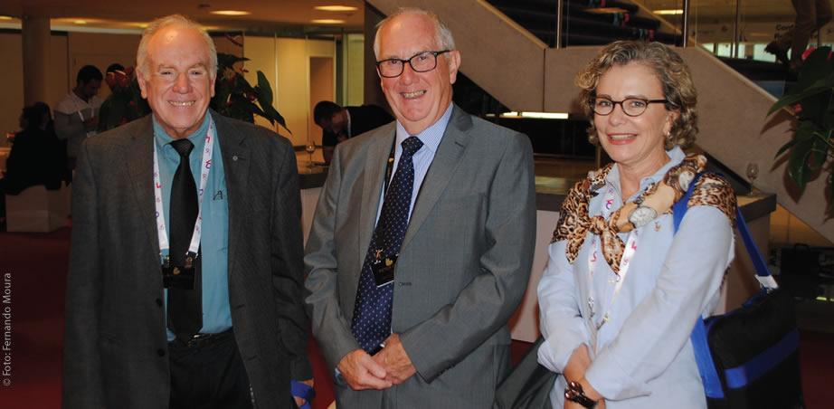 Olímpio Franco (SET); Peter Owen (IBC) e Liliana Nakonechnyj (SET) no Forum Theater do IBC no RAI Amsterdã