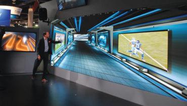 A empresa norueguesa Vizrt mostrou um workflow  completo de gráficos e cenários virtuais na NAB com destaque para os produzidos para o último Super Bowl com um videowall de 47 metros quadrados da Leyard