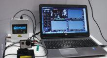 Robert Houghtaling e Cesar Donato da Foccus Digital, e Ivo August (soliton) no estande da Soliton na apresentação do HEVC Zao-S H.265, uma solução Smart-telecaster que permite o streaming de vídeo ao vivo sem a necessidade de satélite com uma melhoria dos recursos de software que permitem fluxos de trabalho integrados baseados em IP que incluem o sistema NDI da NewTek