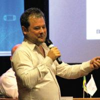 Fábio Tsuzuki, presidente da Media Portal, abordou a inteligência artificial e o uso de infraestruturas híbridas em sua palestra. O executivo introduziu o conceito de deep learning, uma técnica de processamento de imagens e dados a partir da Inteligência Artificial
