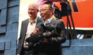 """NAB 2019 – A Sony lançou a sua nova câmera HDC-5500, 2/3"""" 4K com Ultra High Bitrate transmission, especialmente desenhada para esporte. A empresa destacou, mais uma vez, a transmissão do Carnaval do Rio 2019 pela Globo, produzida com a câmera Venice"""
