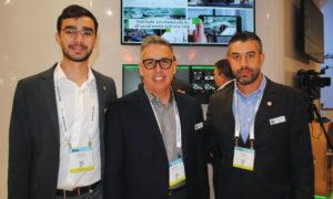 NAB 2019 – Esq. para Dir.: Matheus Domingues, Rafael Castillo  e Eduardo Mune, equipe para Brasil e América Latina da TVU na NAB que apresentou a solução G-Link para transmissão de notícias e esportes com qualidade de vídeo HD ao vivo de ponto a ponto